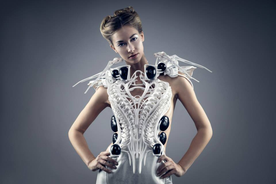 2016-audi-a4-joins-3d-printed-dresses-that-move-or-make-smoke-in-berlin-video-photo-gallery_6.jpg
